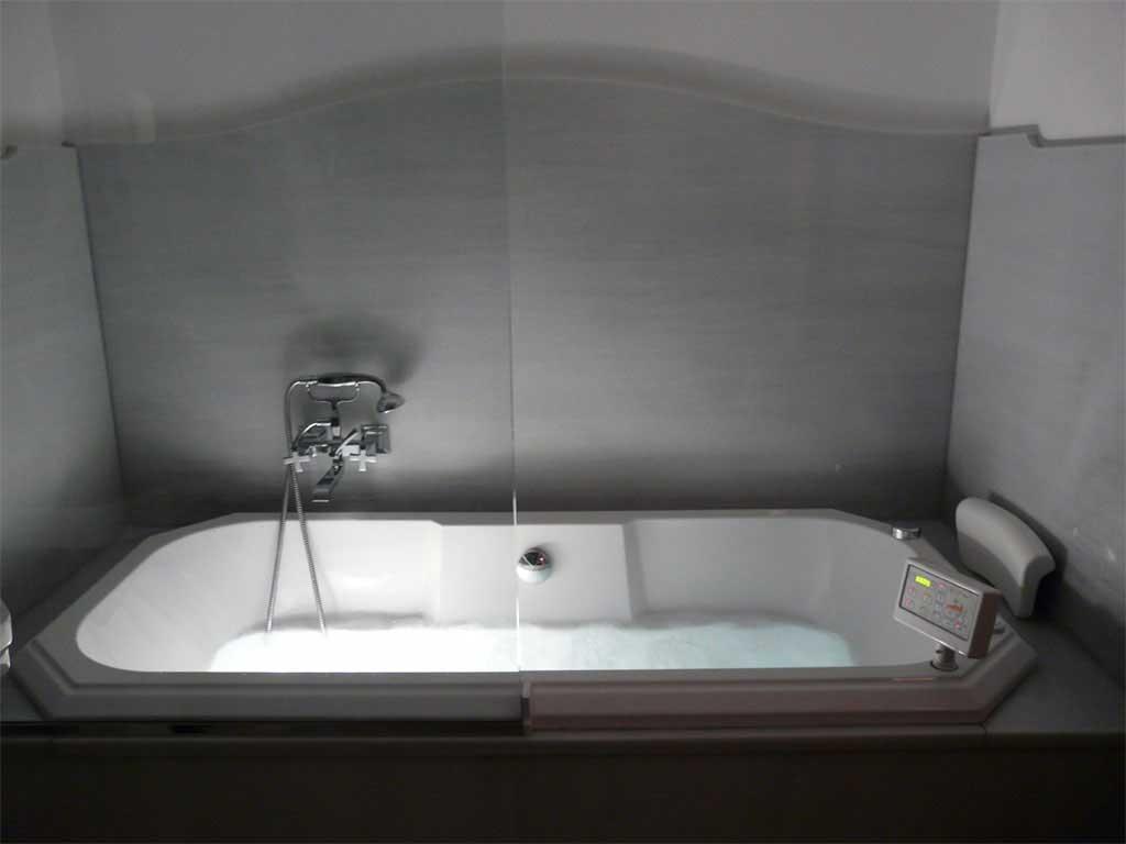 Habitación Doble Superior con bañera de hidromasaje.