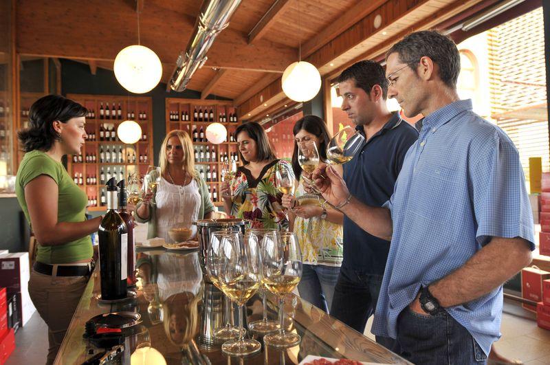 Degustaciones vinos.Imagen del archivo de la Comarca del Somontano. Autor Foto Salas