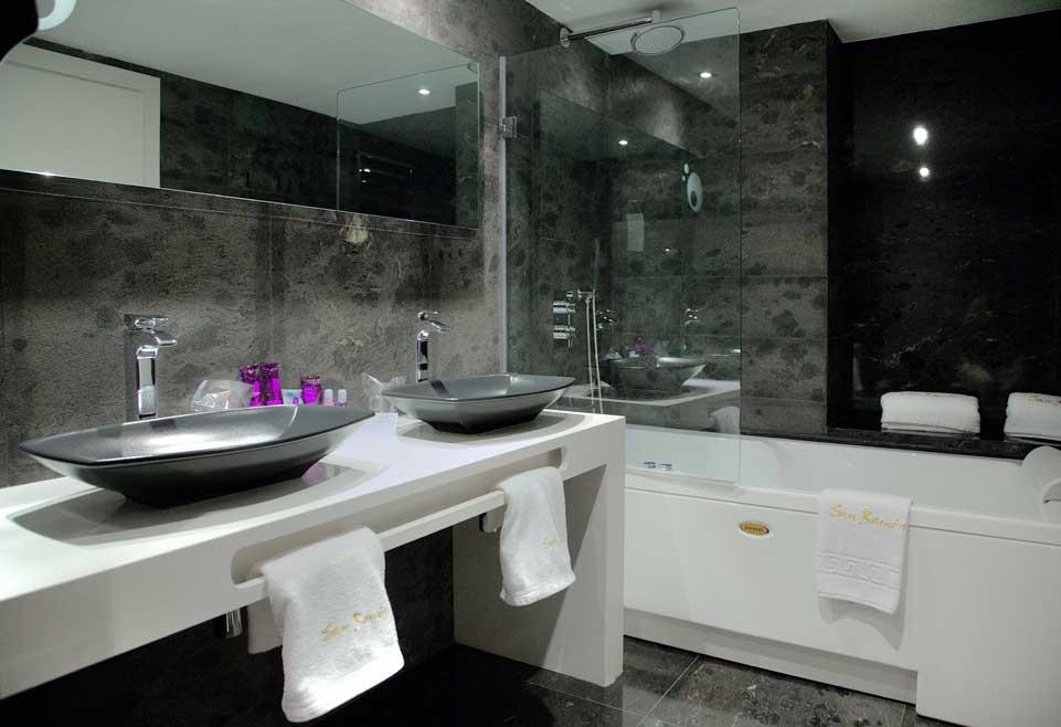 baignoire a remou baignoire bulles photo with baignoire a. Black Bedroom Furniture Sets. Home Design Ideas