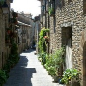 Calle del casco antiguo de Aínsa.