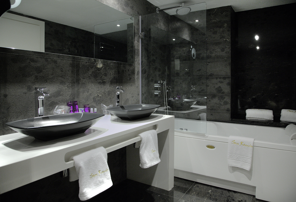 Escapada Romántica con jacuzzi en la habitación   Romántico Hotel ...