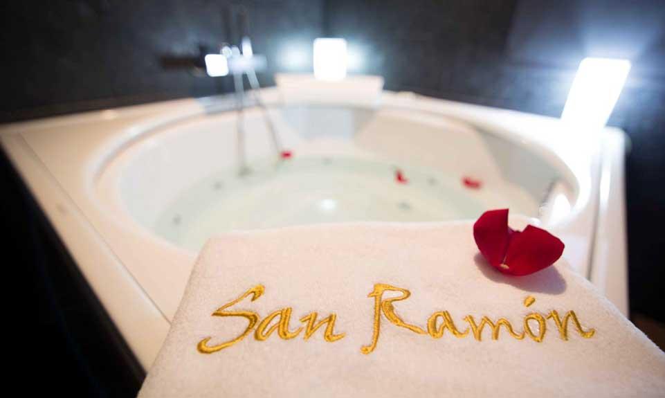 Jacuzzi redondo Suite San Ramón
