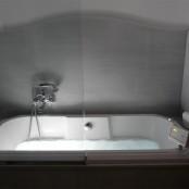 Bañera de hidromasaje o jacuzzi en las habitaciones