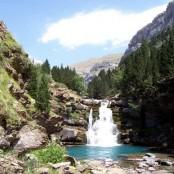 cascada y lago paraje de Monte Perdido
